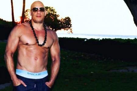 Vin Diesel le presume su nuevo abdomen a todos sus 'haters'
