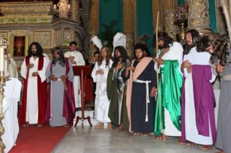 Actores de representación en Iztapalapa reciben bendición de obispo