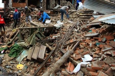 Aumentan a 21 los muertos por derrumbe de paso elevado en Calcuta