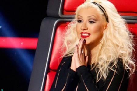 Christina Aguilera besa a concursante de 'The Voice'