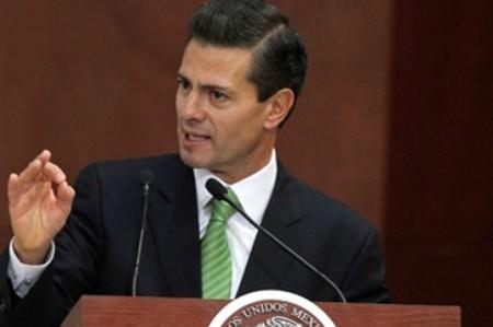 Felicita Peña Nieto a trabajadores de la construcción