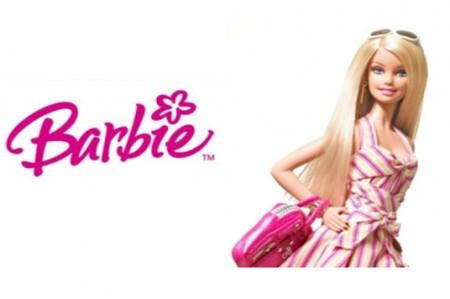 La muñeca Barbie revela su apellido en Twitter