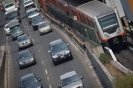 Fuera de circulación 40% de autos por contingencia ambiental