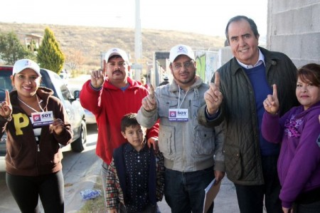 Candidato independiente en Aguascalientes entrega 22 mil firmas