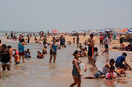 Más de 100 mil personas visitan playa Miramar