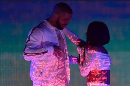Rihanna y Drake presumen buena química en el escenario