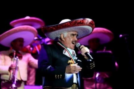 Vicente Fernández mantiene récord de asistencia a estrella Hollywood