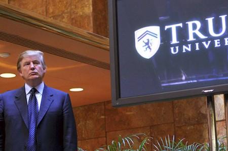 Corte ordena juicio por supuestos fraudes en Universidad de Trump