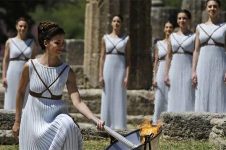 Grecia, cuna de los Juegos Olímpicos, celebra encendido de antorcha
