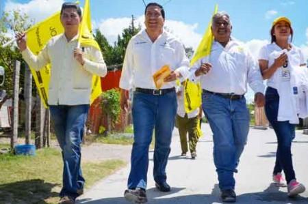 Jorge Valdez hace campaña en Valle Hermoso