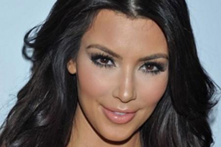 Kardashian causa furor con imágenes sensuales