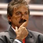 Juez frena detención de Ricardo La Volpe por caso de podóloga