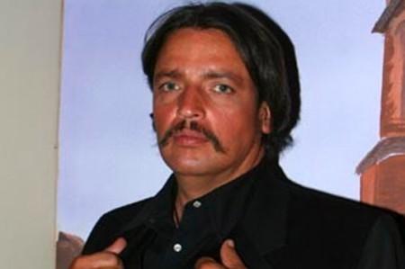 Por sus adicciones, guapo galán de telenovelas ahora es vagabundo