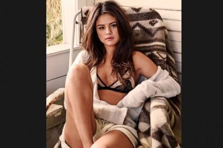 Selena Gomez muestra su lado sexy