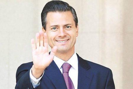 Enrique Peña Nieto felicita a maestros en su día