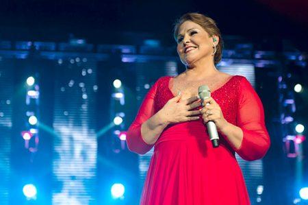 Celebra Lupita D'Alessio 45 años de trayectoria
