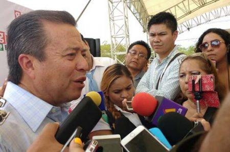 Da 'espaldarazo' Camacho a funcionarios inhabilitados
