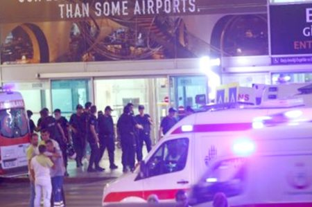 Al menos 10 extranjeros entre 41 víctimas de atentado en Estambul