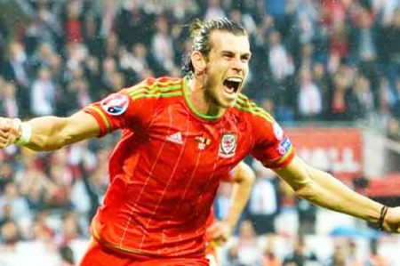 Gales vence a Rusia 3-0 y avanza en la Eurocopa