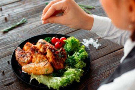 ¿Por qué tenemos tanta hambre cuando hacemos dieta?