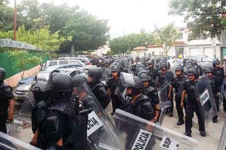 Pobladores retienen a mando y dos policías en Chiapas