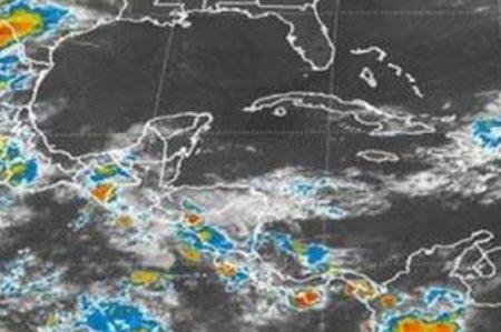 Depresión Tropical avanza por costas del sur de México