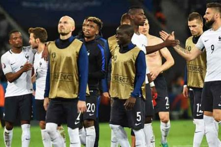 Francia critica estado de canchas de Eurocopa