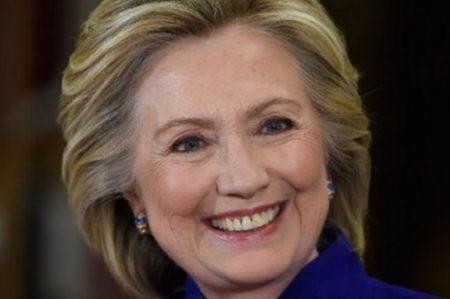 Mexicanos hacen 'match' con Hillary en Tinder