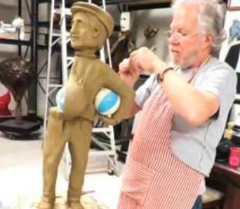 Inmortalizan a 'El Chanfle' con escultura