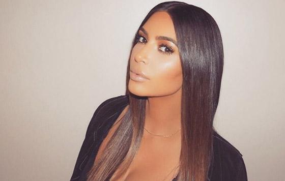 Kim Kardashian lanza 'emojis' de su trasero