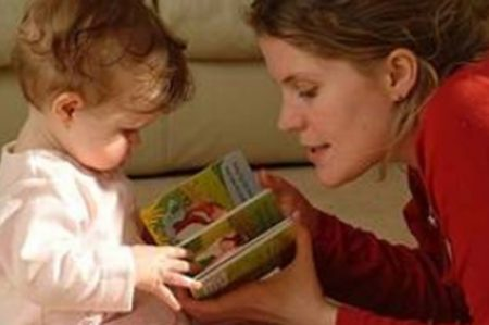 Leer a bebés les genera formas expresivas y descriptiva