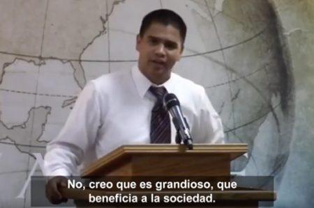Pastor evangélico se dice feliz por muerte de homosexuales en Orlando
