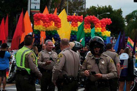 Policía arresta a hombre con armamento que iba a festival gay en L.A.