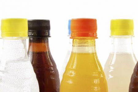 Refresqueras buscan evitar etiquetado sobre calorías