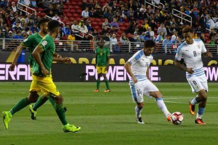 Uruguay vence 3-0 a Jamaica y se despide de la Copa América