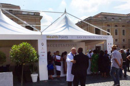 Vaticano ofrece a pobres y sin techo atención médica gratuita