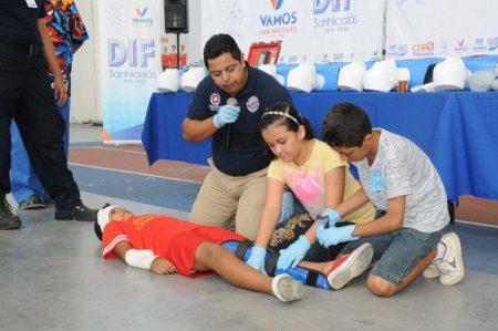 Capacitan a niños en primeros auxilios