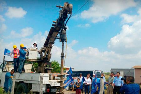 Arranca Lety Salazar construcción de red de electrificación