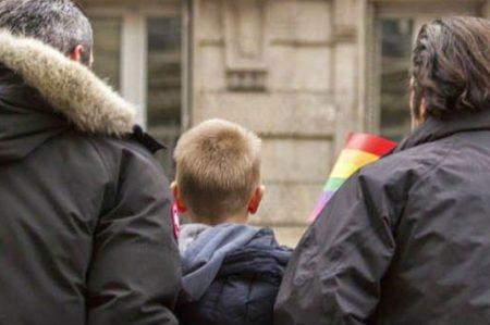 Corte reconoce derechos de padres de hijos nacidos por inseminación