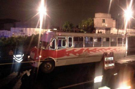 Mueren 2 pasajeros en asalto a camión en Iztapalapa