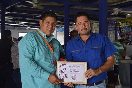 Recibe 'El Fogón' su reconocimiento como la mejor taquería de Reynosa