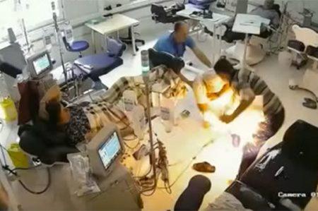 Hombre quema vivo a su compañero en hospital de Europa