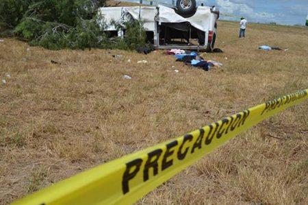 Identifican a 11 de los 27 migrantes lesionados en volcadura