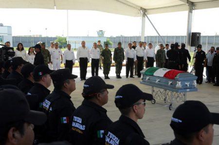 Rinden homenaje a Policía Estatal muerto en Reynosa