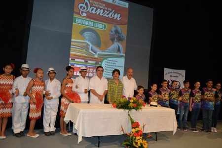 Inicia festival del Danzón