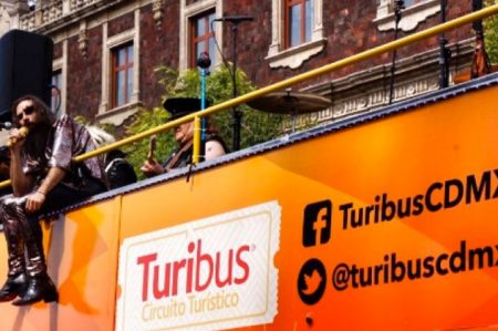 Moderatto rockea a bordo de turibús