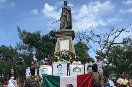 Protesta en impide ceremonia por el natalicio de Vicente Guerrero