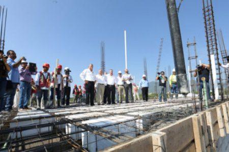 Supervisan Egidio Torre y Enrique Etienne avances en la Preparatoria No. 3 de la UAT