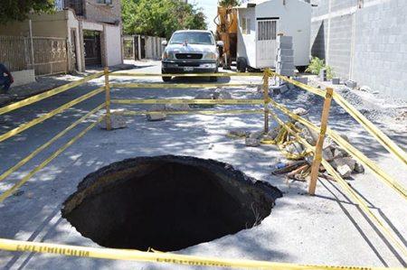 Inician reparación de enorme caído en el barrio Cantarranas