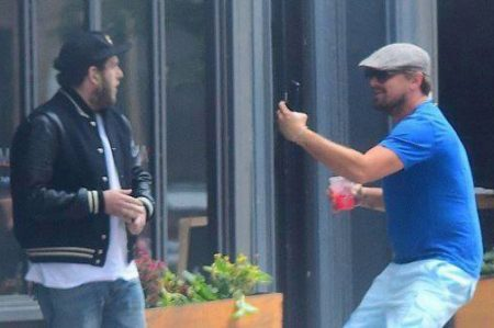 DiCaprio 'acosa' a su compañero actor Jonah Hill